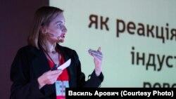 У ролі спікера на конференції TedX у Івано-Франківську, 2017 рік