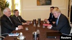 ABŞ-ın dövlət katibi Rex Tillerson (solda) və Britaniyanın xarici işlər naziri Boris Johnson İtaliyada G7-nin sammitində