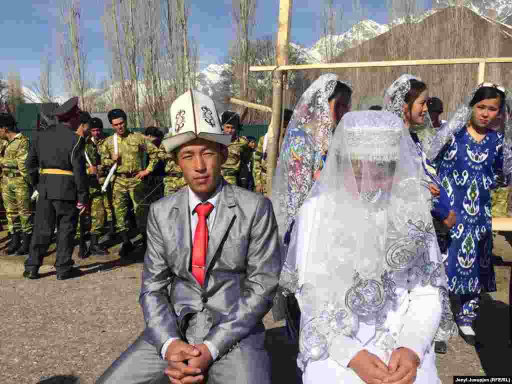 Молодожены на празднике Нооруз.