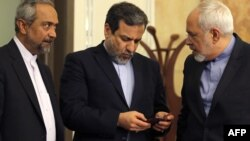عباس عراقچی، عضو تیم مذاکرهکننده اتمی ایران (نفر وسط)