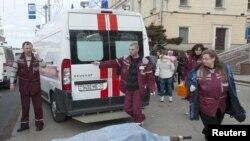 Минск, медики вывозят погибших и раненых в результате взрыва в метро, 11 апреля 2011