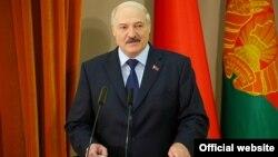 Аляксандар Лукашэнка падчас сустрэчы знавучэнцамі менскіх школ