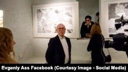 """На выставке """"200 ударов"""", автор экспозиции"""