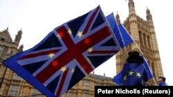 Анти Брегзит демонстранти пред британскиот парламент, Лондон