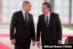 Ресей президенті Владимир Путин және Өзбекстан басшысы Шавкат Мирзияев (оң жақта). Ташкент, 19 қазан 2018 жыл.