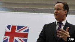 دیوید کامرون، نخستوزیر بریتانیا (عکس بالا)، از طریق سخنگوی خود خبر داده است که در حال حاضر با حمله به ایران موافق نیست.