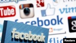 Логотип Facebook'a на фоне логотипов других социальных сетей.