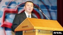 State broadcaster chief Eshimkanov said Kyrgyzstan would not honor Azattyk's contract as it is.