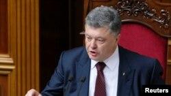Порошенко парламентте сот реформасы боюнча сүйлөөдө. 2-июнь, 2016-жыл.