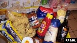 Продуктовий кошик у крамниці радять наповнювати бережливо