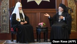 Russian Patriarch Kirill (left) and Greek Orthodox Ecumenical Patriarch Bartholomew I at their meeting in Istanbul last month.