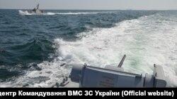 Украинские военные корабли пытаются пройти через Керченский пролив. 25 ноября 2018 года
