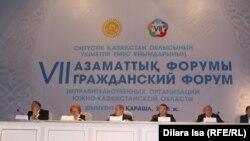 Вид на президиум на гражданском форуме в городе Шымкенте. 11 ноября 2016 года.