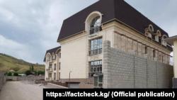 Дом в жилом городке «Ортосай-2». Фото взято с портала «FactCheck».