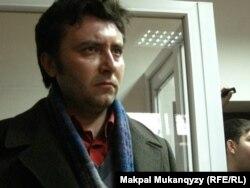 Журналист Валерий Сурганов Медеу аудандық сотында тұр. Алматы, 7 қараша 2011 жыл.