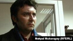 Журналист Валерий Сурганов в здании Медеуского районного суда в день оглашения приговора по своему делу. Алматы, 7 ноября 2011 года.