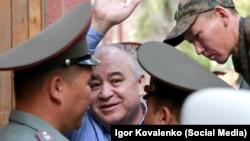 Өмүрбек Текебаев сот процессинде. Архивдик сүрөт.