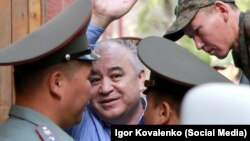 Өмүрбек Текебаев сот процесстеринин биринде. 11-август, 2017-жыл.