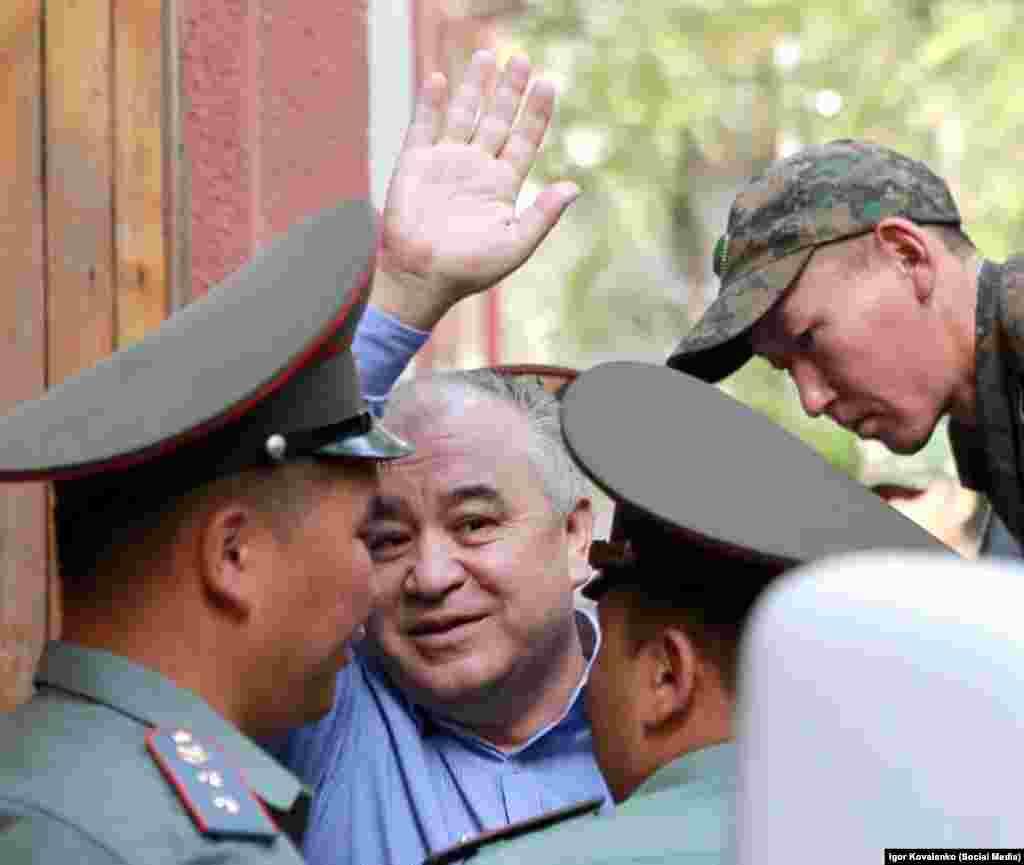 Омурбек Текебаев во время судебного заседания.