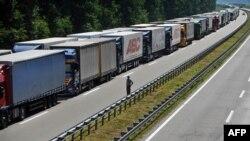Batrovci, granični prelaz između Srbije i Hrvatske 3. jula 2013.