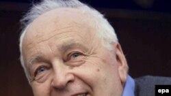 Доктор философии Юрий Левада вместе со своей командой пришел во ВЦИОМ в 1988 году