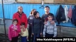 Еще одна семья, которой Аэлита Джиоева занимается в проекте, – отец, бывший боксер, инвалид, который воспитывает троих сыновей и трех дочерей