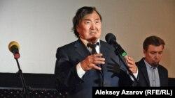 Поэт и общественный деятель Олжас Сулейменов. Алматы, 17 октября 2016 года.