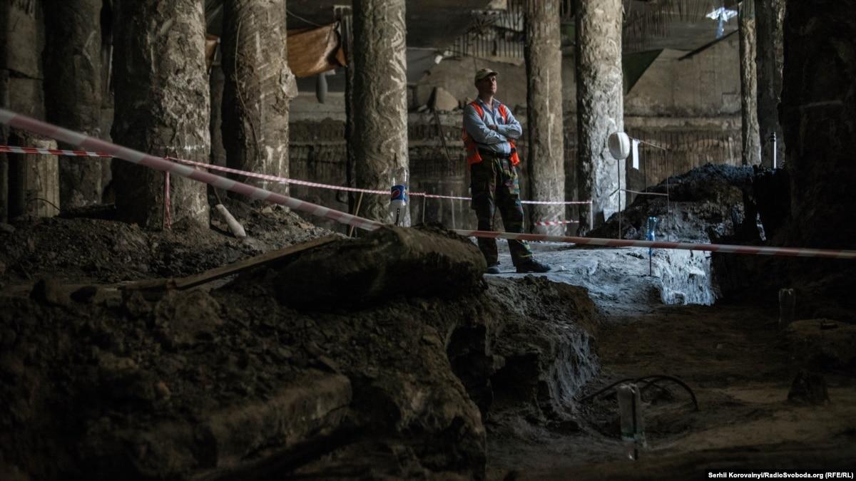 В «Киевводоканале» объяснили, почему подтопило археологические раскопки на Почтовой площади