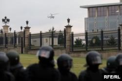 Ачапленьне АМАПу вакол палацу Незалежнасьці падчас маршу пратэсту 23 жніўня 2020