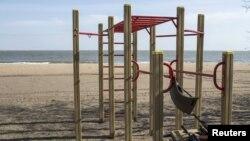 Зброя ўкраінскіх вайскоўцаў на пляжы ў Марыюпалі