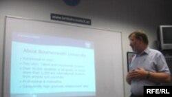 Professor Stüart Dikinson universiteti barədə məlumat verir, 23 ıyun 2006