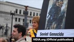 Під час відкриття меморіалу пам'яті жертв Голодомору у Вашингтоні. Листопад 2015 року