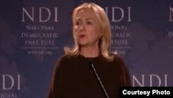 وزيرة الخارجية الأميركية هيلاري كلنتون تتحدث في المعهد الديمقراطي الوطني بواشنطن