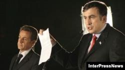 Архивная фотография: 8 сентября 2008 года, президенты Михаил Саакашвили и Николя Саркози на пресс-конференции в Тбилиси