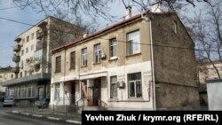 Дом по улице Василия Кучера, 13 построен до 1917 года без особых архитектурных изысков