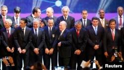 سپ بلاتر و مربیهای تیمهای حاضر در جام جهانی