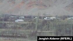 Кыргыз-тажик чек арасындагы айыл. Баткен, 14-март, 2014.