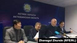 Участники брифинга акимата Актюбинской области. Актобе, 18 января 2018 года.