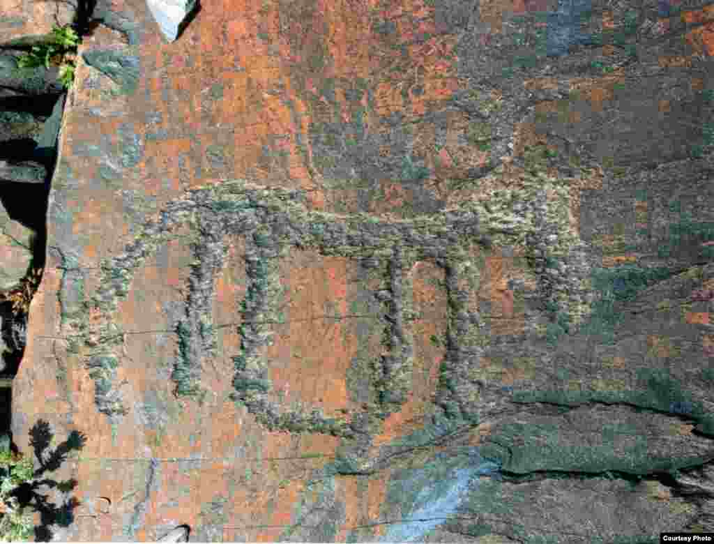"После этого я отправил стреноженную лошадь на пастище. - Kazakhstan – Ancient petroglyphs that suggest domestication of horses on territory of Northern Kazakhstan, photo #4 from ""Shynghystaw Petroglyphs"" by Mukhtar Magauin"