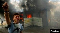 محتج تركي في ميدان تقسيم باسطنبول