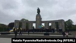 Покладання квітів до меморіалу загиблим солдатам СРСР, Тиргартен, 8 травня 2017 року