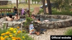 """Чоң-Өрүктү айылындагы """"Керемет суу"""" эс алуучу жайы өрттөлгөнгө чейинки сүрөт"""