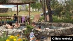 """Чоң-Өрүктү айылындагы """"Керемет-Суу"""" эс алуу жайы өрттөнгөнгө чейин"""