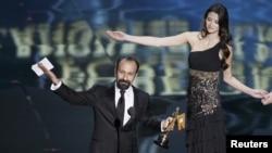 """Асқар Фарҳодий """"Оскар"""" мукофотини топшириш маросимида."""