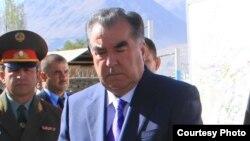 Президент Таджикистана Эмомали Рахмон (справа).