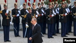 Путін прибуває на зустріч із французьким колегою Олландом до Єлисейського палацу, Париж, 5 червня 2014 року