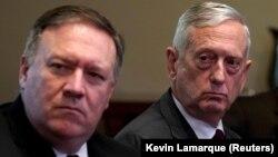 ABŞ dövlət katibi Mike Pompeo (solda) və müdafiə naziri James Mattis Yəməndə döyüşlərin dayandırılmasına çağırıblar