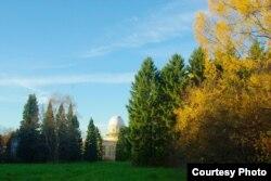 Вид на корпус Пулковской обсерватории осенью