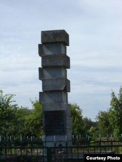Помнік забітым у 1946 у Залешанах.