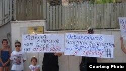 Рамат-Ган шаҳридаги Ўзбекистон элчихонаси олдида пикет.